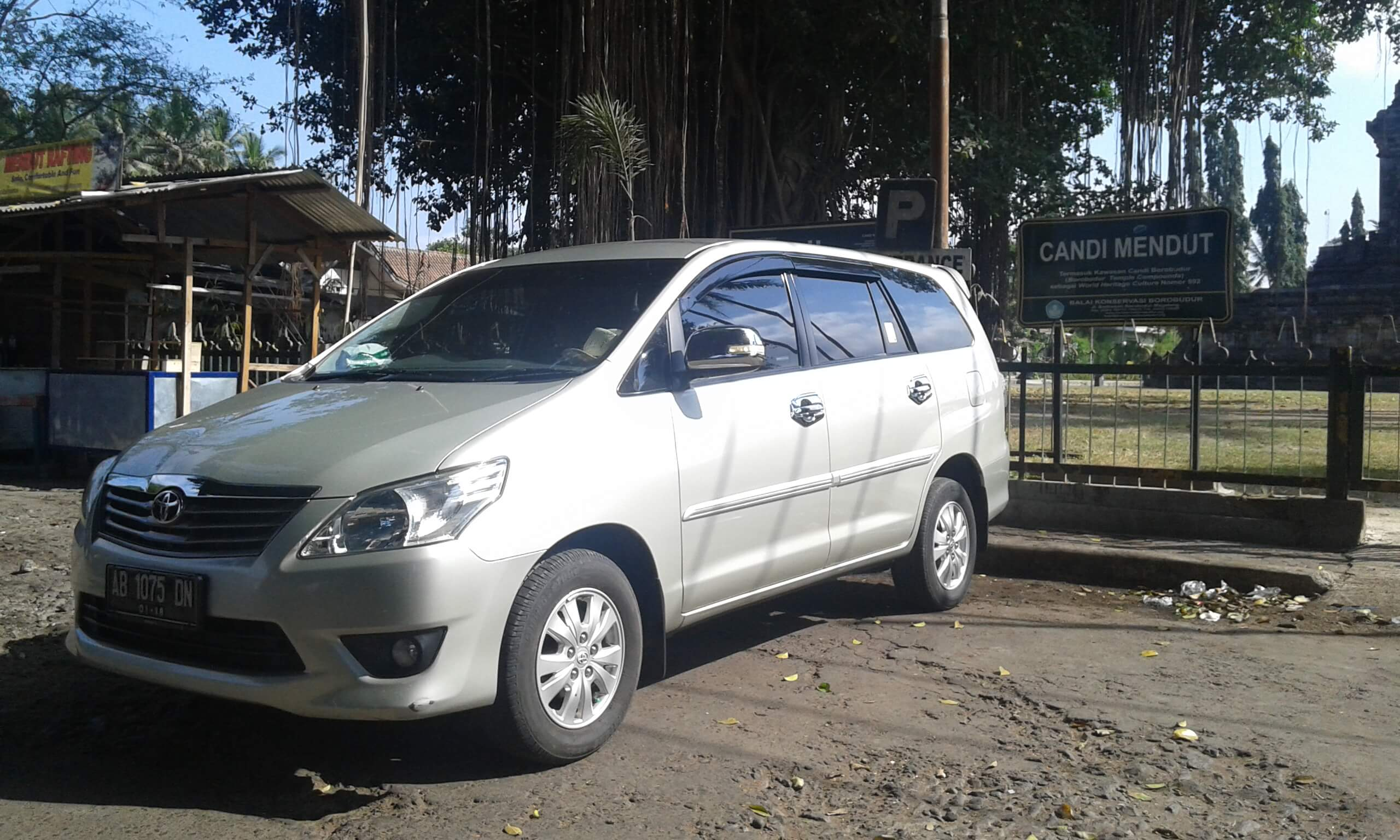 Yogya Tour offes car hire service to discover Jogjakarta